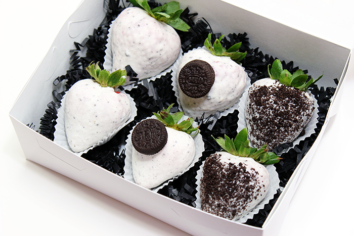 Cookies and Cream Strawberries